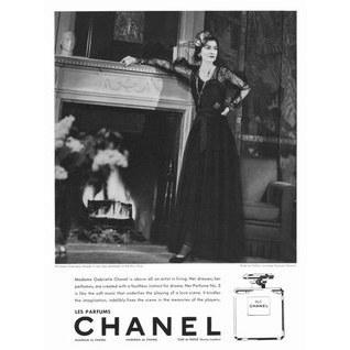 Jedna z pierwszych reklam Chanel No 5 z lat 30. z samą Coco Chanel