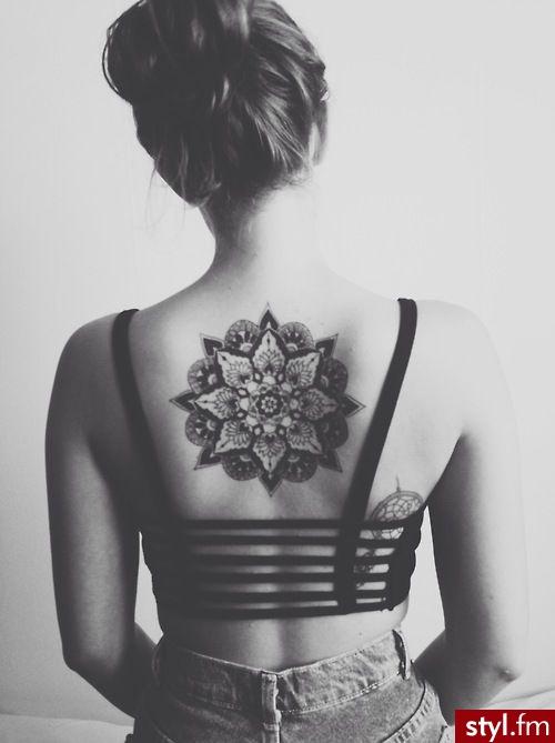 Hipnotyzujące Tatuaże Na Plecy łopatki I Kark Galeria