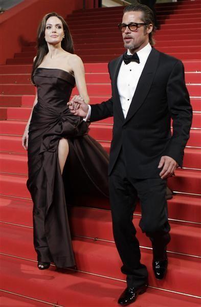 Miejsce 10. Rozstanie Brada Pitta i Angeliny Jolie. Ich rozstaniem wciąż żyją media! Para spotykała się od 2006 roku, a wzięła ślub w 2014 roku. Wychowywali razem 6 dzieci: 3 adoptowanych i troje własnych.