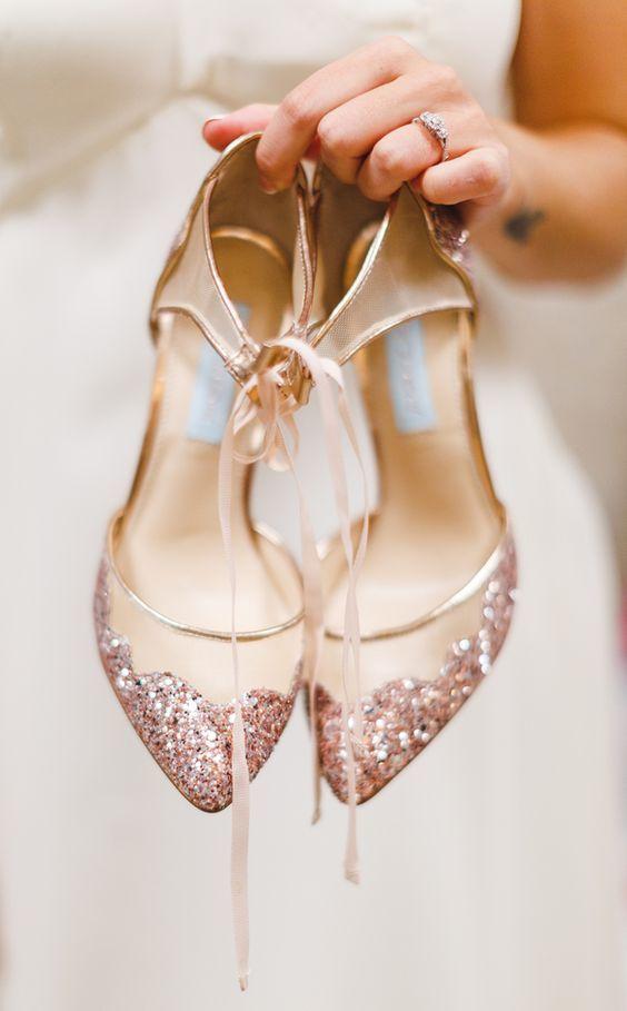 579e6b9514e33 WIELKI PRZEGLĄD: Najpiękniejsze buty ślubne na 2017 rok - płaskie i ...