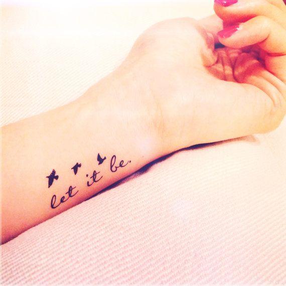 Tatuaże z napisami: dream, laugh, hope, faith, love, live, Let it be, This too shall pass. Najczęściej połączone z  symbolem nieskończoności, dmuchawcem albo odlatującymi ptakami. Wzniosłe i z przesłaniem? Nie, to koszmarny banał - uważają tatuażyści.