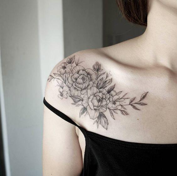 Tatuaż Na Obojczyk Kobiece Zmysłowe Wzory Od Których