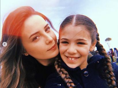 Jak wygląda na co dzień serialowa mama Elif? Selin Sezgin zachwyca swoją urodą!