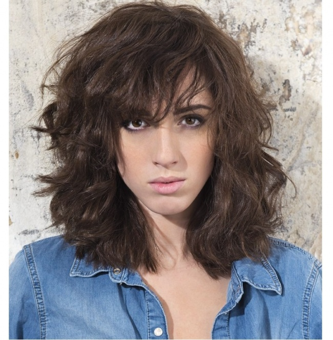 Cieniowane Fryzury Z Grzywką Dla Półdługich Włosów 23