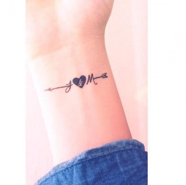 Małe Tatuaże Z Inicjałami I Monogramami Subtelne Wzory Ze