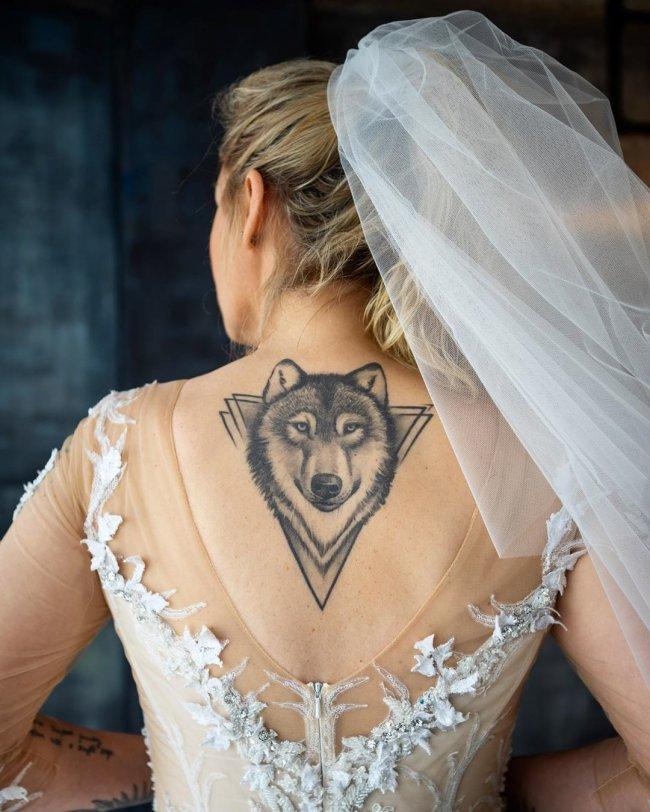 Kiedy Martyna Wojciechowska zamieściła to zdjęcie, w sieci zawrzało! Zobaczcie jej suknię ślubną w całej okazałości...